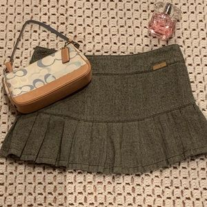 Tommy Jeans pleated skirt.  7 juniors. Warm grey.